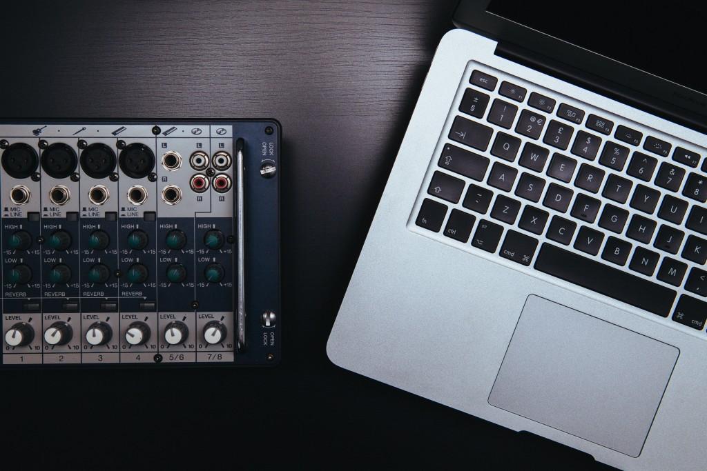 apple-laptop-macbook-pro-notebook
